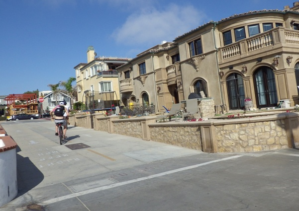 Turn off from Hermosa Avenue to the Strand and Bike Path